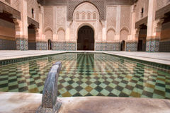 Arabisch paleis met pool royalty-vrije stock afbeelding