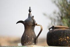 Arabische alte geräucherte Kaffeemaschine der traditionellen Weinlese Lizenzfreies Stockbild