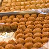 Arabische Bonbons im Markt stockfoto