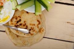 Arabische de geityoghurt van het Midden-Oosten en komkommersalade Stock Afbeeldingen