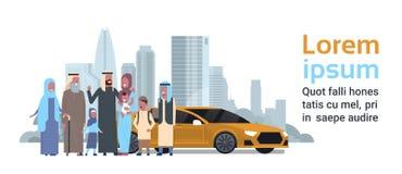 Arabische de kinderenkleinkinderen van grootoudersouders met auto, multigeneratiefamilie, volledige lengteavatar op cityscape stock illustratie
