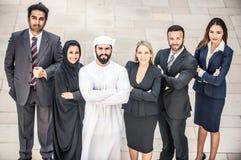 Arabische en westelijke bedrijfsmensen stock afbeelding