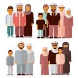 Arabische familie in traditionele moslimkleren Royalty-vrije Stock Foto