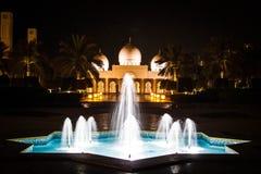 Arabische Fontein bij nacht Royalty-vrije Stock Afbeelding