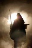 Arabische Frau mit einer Klinge in der Hand. Stockfotografie