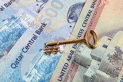 Arabische Geldgolddollartaste lizenzfreie stockbilder