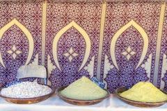 Arabische Gewürze, verschiedene Arten von Würzen für das Kochen, Art t Stockbilder