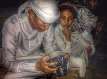Arabische jongens die bekijken Stock Afbeeldingen