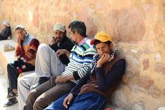 Arabische Männer auf der Bank in Ägypten Lizenzfreies Stockbild