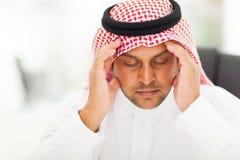 Arabische Mannkopfschmerzen Stockfoto