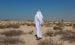 Arabische mens in woestijn royalty-vrije stock afbeelding