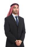 Arabische saudische Emiratgeschäftsmannaufstellung ernst Stockbild