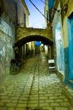 Arabische straat in medina tijdens avond Stock Foto