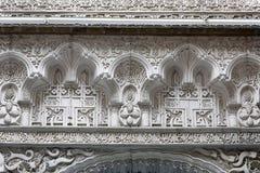 Arabische Verzierung auf einer Wand im Reales Alcazares Stockbilder