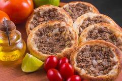 Arabische vleessfiha stock fotografie