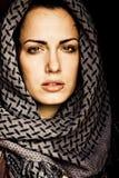 Arabische vrouw met het doordringen royalty-vrije stock foto