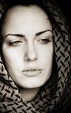 Arabische vrouw met het doordringen Stock Afbeelding