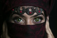Arabische vrouwen mooie groene ogen royalty-vrije stock foto's