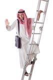 Arabische zakenman die treden op wit beklimmen Royalty-vrije Stock Foto's