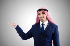 Arabische zakenman tegen de gradiënt Stock Foto's
