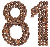 Arabische Ziffer 81, achtzig eins, von den Kaffeebohnen, lokalisiert auf wh Stockfoto
