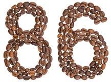 Arabische Ziffer 86, sechsundachzig, von den Kaffeebohnen, lokalisiert auf wh Lizenzfreies Stockfoto