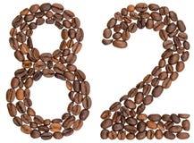 Arabische Ziffer 82, zweiundachzig, von den Kaffeebohnen, lokalisiert auf wh Lizenzfreies Stockfoto