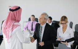 Arabischer Geschäftsmann bei der Sitzung Stockfoto