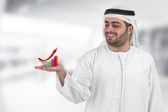 Arabischer Geschäftsmann mit einem Nomogrammgeschäft Stockfotos