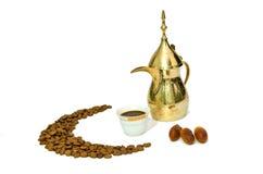 Arabischer Kaffee mit Dattel-Frucht Stockfotografie
