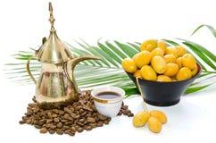 Arabischer Kaffee mit Dattel-Frucht Lizenzfreies Stockbild