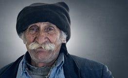 Arabischer libanesischer Mann mit dem großen Schnurrbartlächeln stockfoto