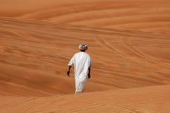 Arabischer Mann auf der Wüste Stockfotografie