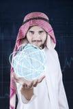 Arabischer Mann hält GeschäftsNetwork Connection stockbilder