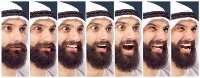Arabischer saudischer Geschäftsmann auf dunkelblauem Studiohintergrund stockfotografie