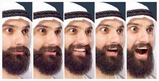 Arabischer saudischer Geschäftsmann auf dunkelblauem Studiohintergrund stockfotos