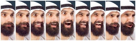 Arabischer saudischer Geschäftsmann auf dunkelblauem Studiohintergrund stockbilder