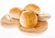Arabisches Brot und Hamburger lokalisiert auf weißem Hintergrund Stockbild