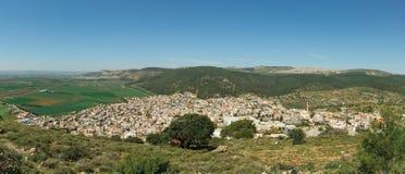 Arabisches Dorfpanorama mit Berg Tabor Lizenzfreie Stockfotos