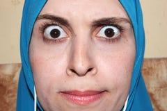 arabisches moslemisches Frauenanstarren lizenzfreie stockbilder