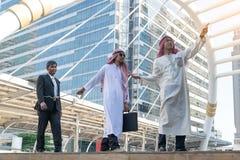 Arabisk affärsman Pull repet arkivfoto