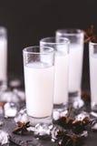 Arabisk alkohol Raki med anis och is Arak Ouzo Arkivfoton