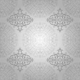 Arabisk Batikvirvel för tapet som är blom- på silver Royaltyfri Foto