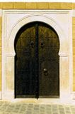 arabisk brun dörr Arkivbild