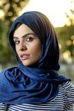Arabisk flicka för sinnlig skönhet med hijab Arkivbild