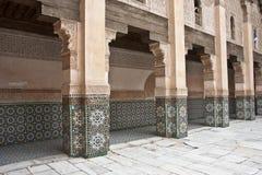 arabisk gammal valvgångborggård Arkivbild