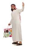 Arabisk man med shoppingpåsar på vit Arkivfoton
