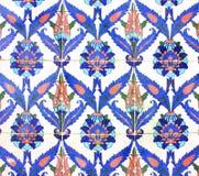 Arabisk prydnad på keramiska tegelplattor Arkivfoto