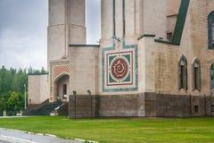 Arabisk skrift på ingången till moskén Nizhnekamsk Tatars Arkivfoto