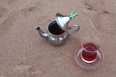 Arabisk tekanna med tehibiskusen Fotografering för Bildbyråer